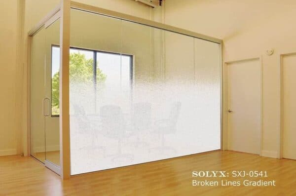 0002062_solyx-sxj-0541-broken-lines-gradient-71-high