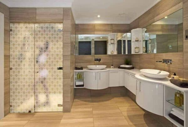 SGV-6614_FleurDeLis_Bathroom_Web_1000x677