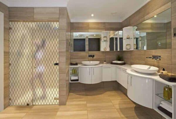 SX-1550_FrostedLattice_Bathroom_Web_1000x677