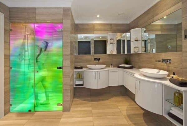 SX-3060_SpectrumTransparentDichroic_Bathroom_Web_1000x677