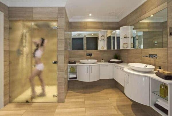 SXLT-1305_ClearSheetOfIce_Bathroom_Web_1000x677